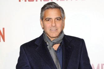george-clooney-oscars-all-white-11916